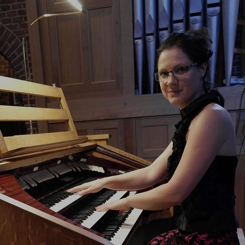 Una in haar element als organist van de Laurentiuskerk te Alkmaar